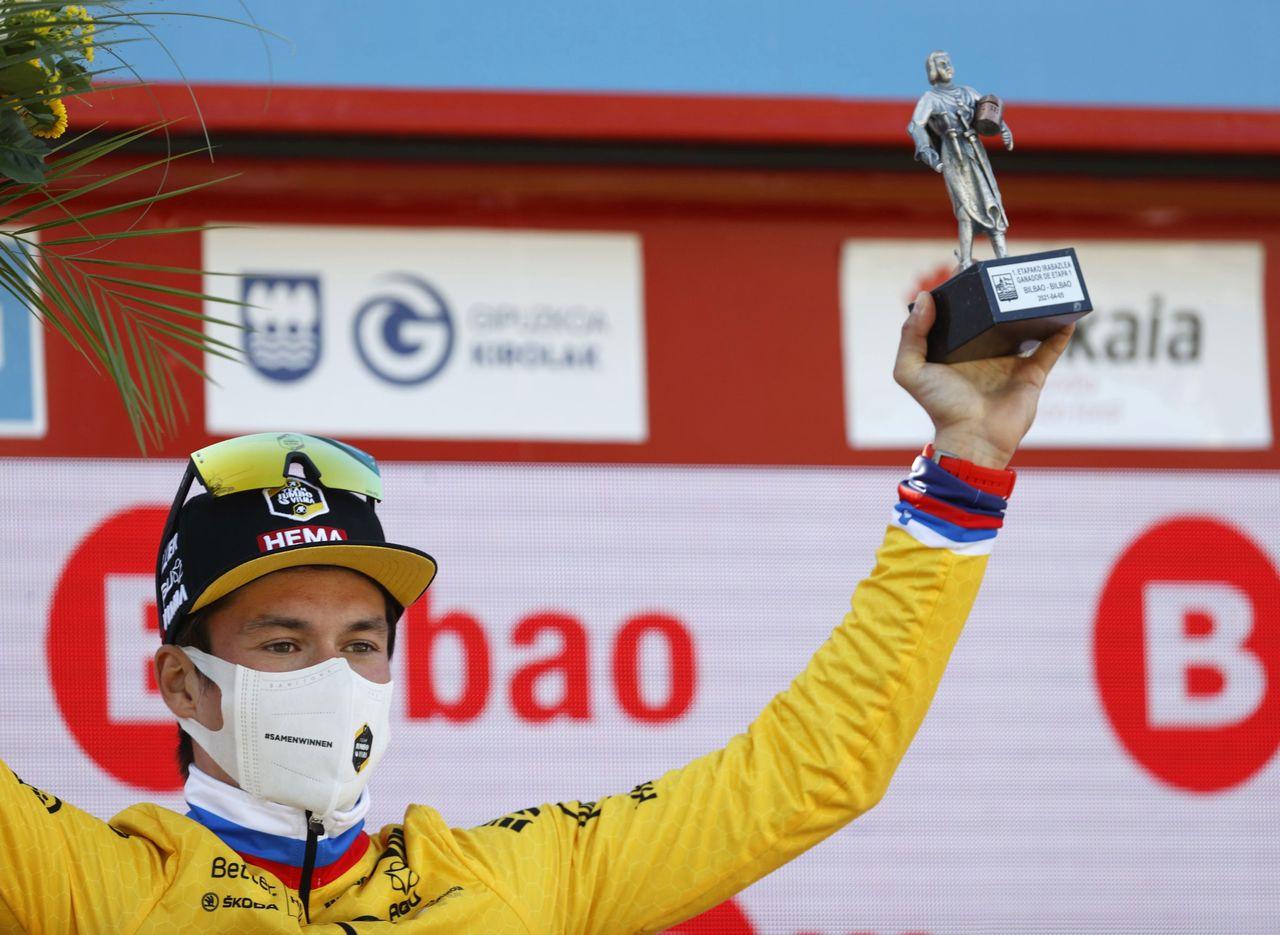 Primoz Roglic se viste de amarillo