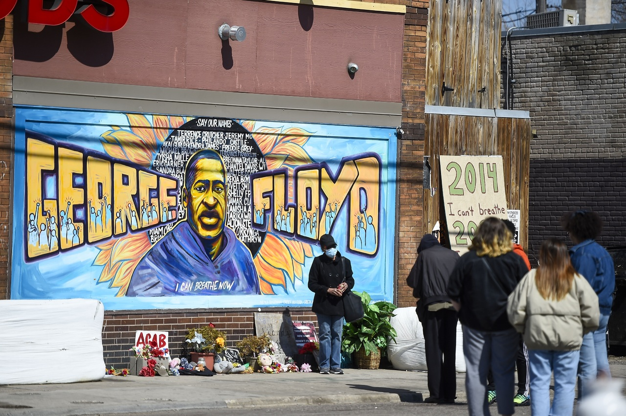 Certifican que George Floyd falleció por asfixia