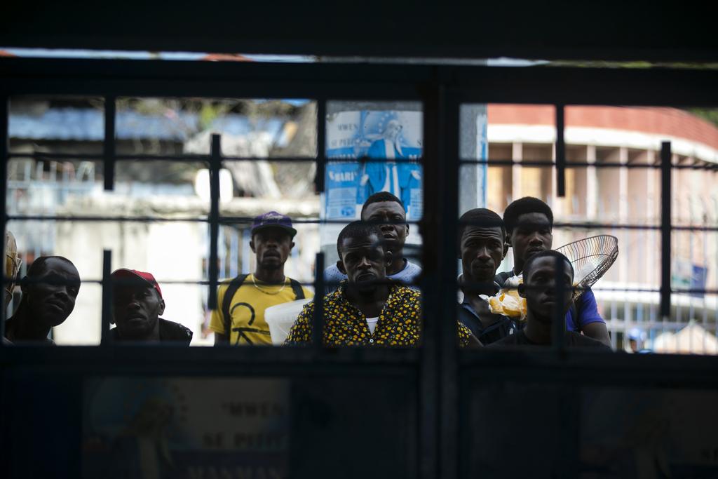 Haití espera vacunas anti-COVID con apatía