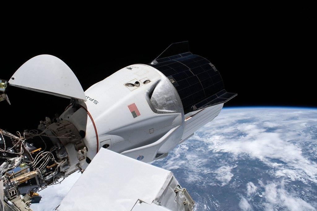 Cápsula SpaceX se reubica en EEI