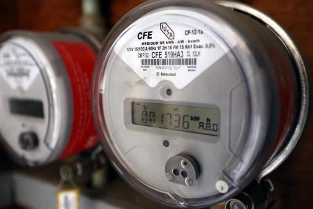 Reitera AMLO que no se quedará de 'brazos cruzados' sobre Ley Eléctrica