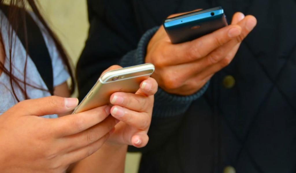 Va dictamen para crear padrón nacional de usuarios de celulares en México