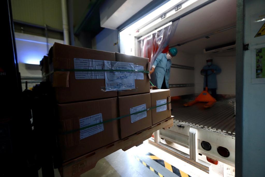 Entregan segundo lote de vacunas contra COVID de CanSino envasadas en Querétaro