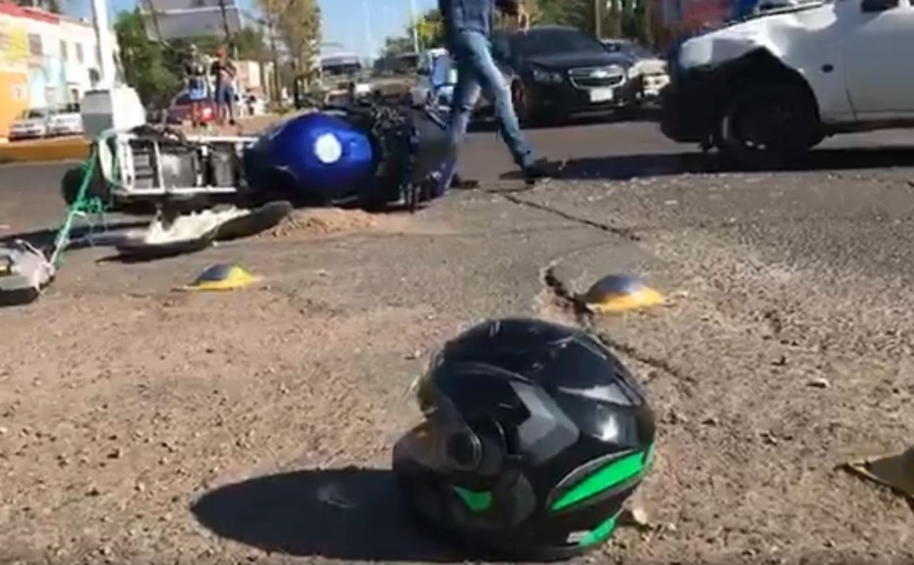 Motociclista no alcanzó a 'quitarse el golpe'
