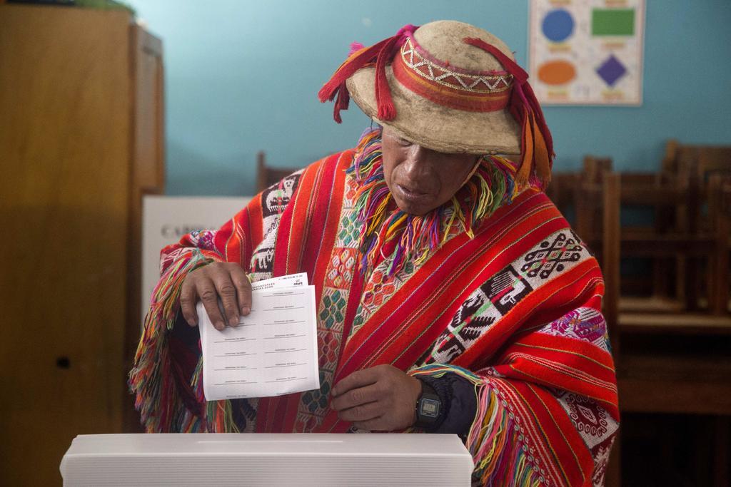 Comicios peruanos ofrecen poco ante crisis