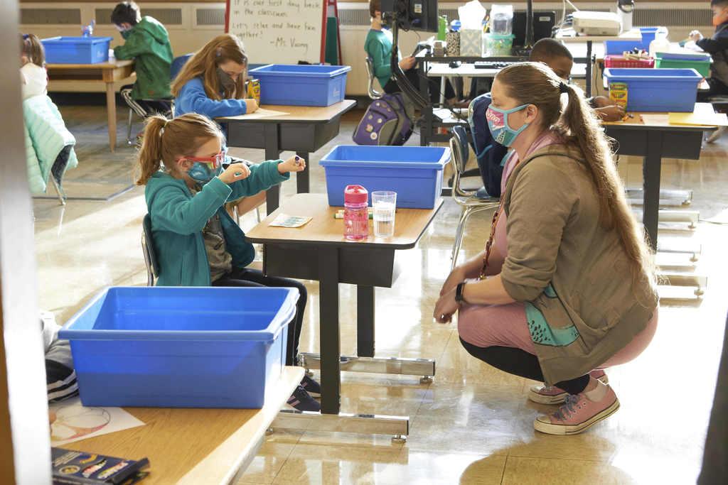 Muchos alumnos de EUA siguen sin clases