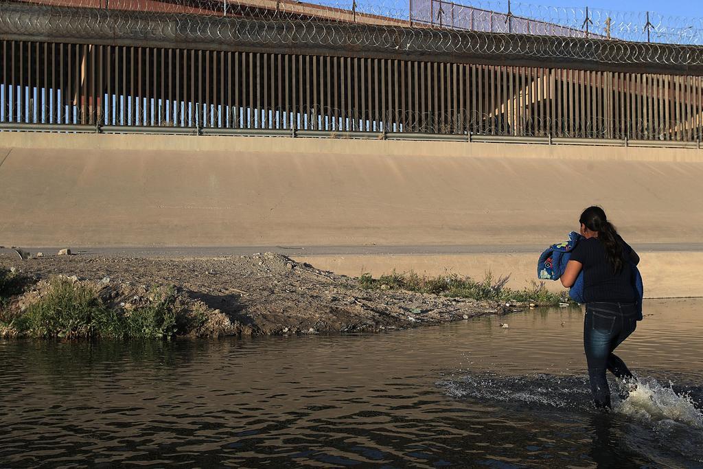 Arrestos de migrantes en frontera de EUA y México llegan al mayor nivel en 20 años