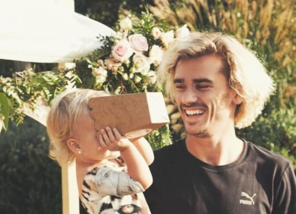 Antoine Griezmann es padre por tercera ocasión y en la misma fecha