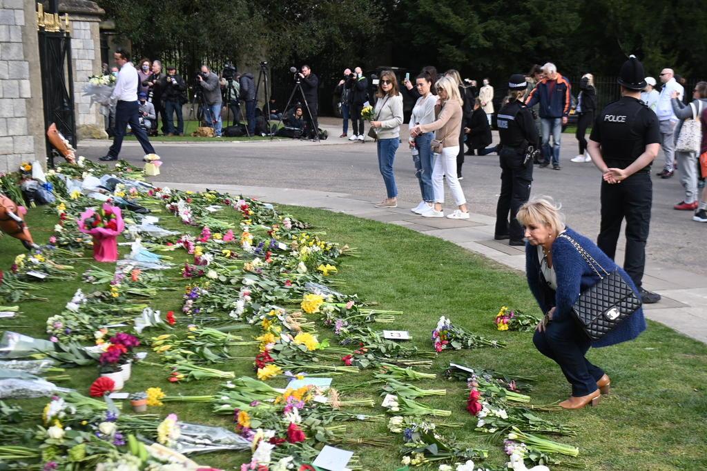 Por pandemia, Gobierno británico pide no dejar flores al príncipe Felipe