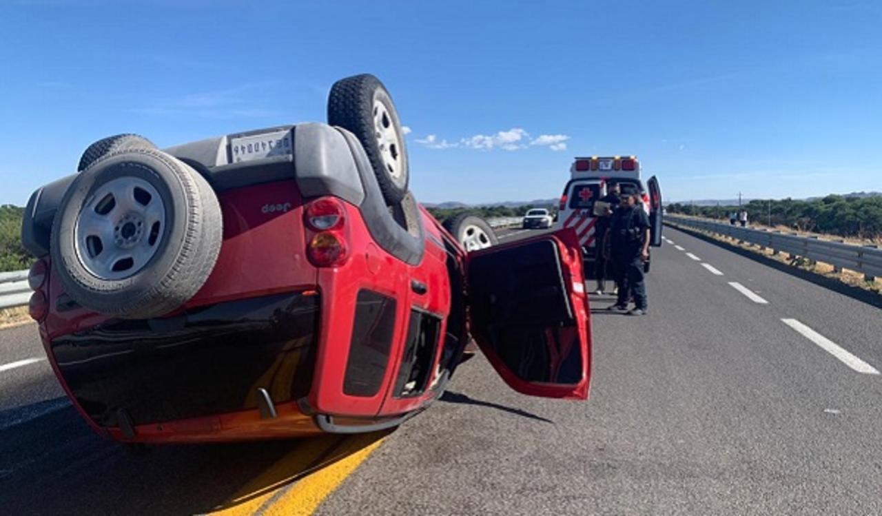 Tres lesionados en volcadura en carretera Panamericana