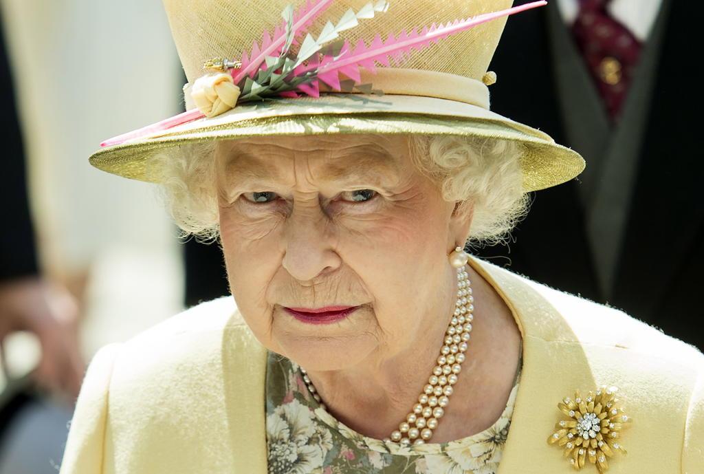 Regresa Isabel II a sus deberes reales tras deceso del príncipe Felipe