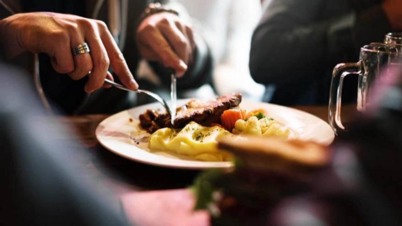 Concluye estudio que la comida sabe mejor si la vemos antes de olerla