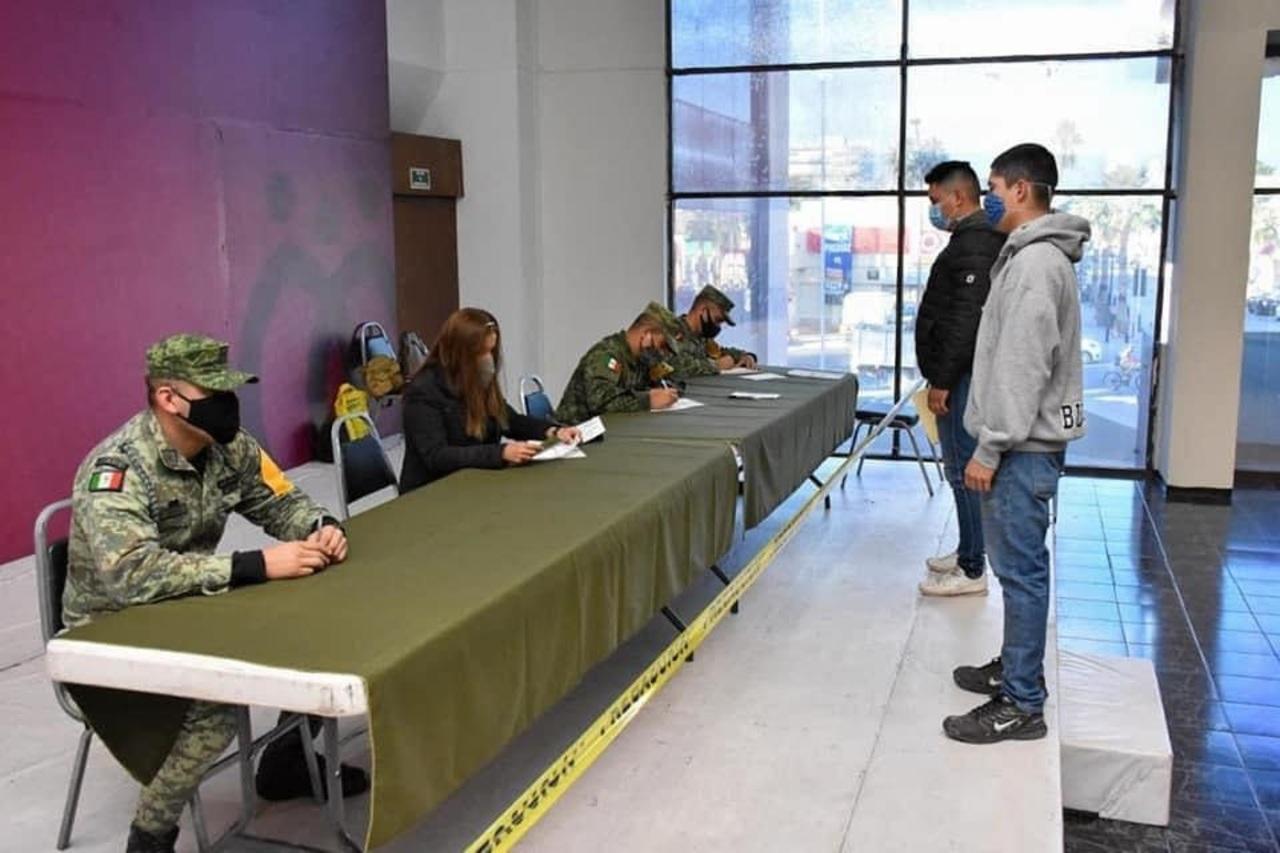 Llaman a jóvenes a  iniciar liberación de su Cartilla Militar