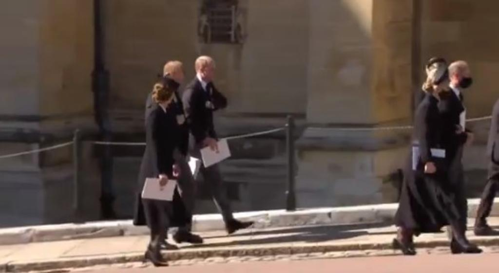 VIDEO: Se reencuentran Guillermo y Enrique en funeral del príncipe Felipe