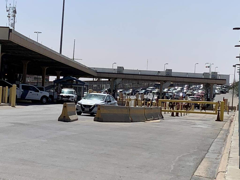 Mantendrán EUA y México restricciones de viaje hasta mayo