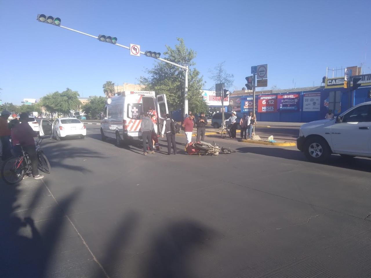 Motociclista sufre accidente en Dolores del Río y Domingo Arrieta