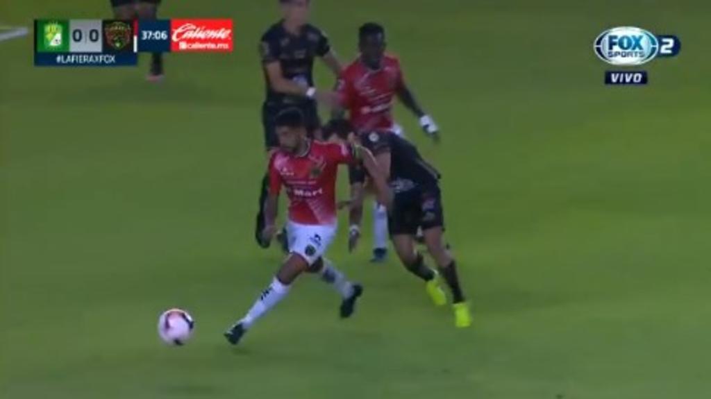 Jugador de León sufre fuerte lesión durante partido contra Bravos