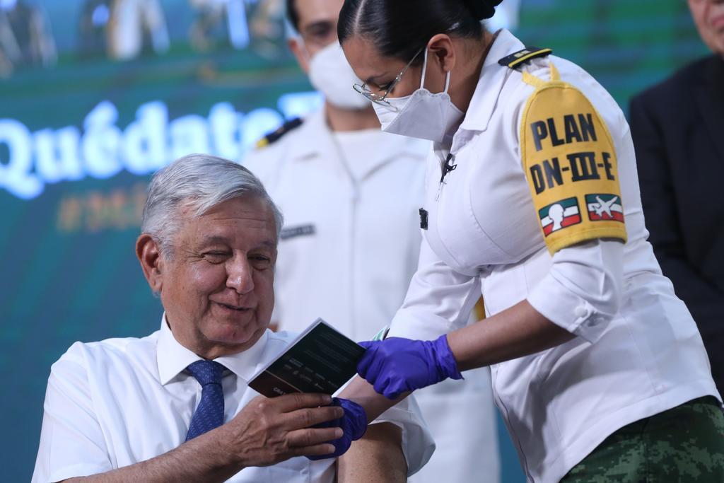 Beatriz Gutiérrez Müller celebra vacunación antiCOVID de AMLO