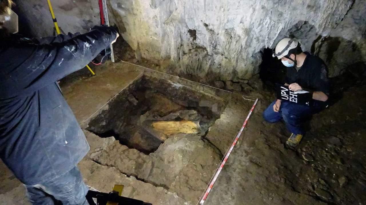 Arqueólogos españoles, tras huellas de cazadores de mamuts en Francia