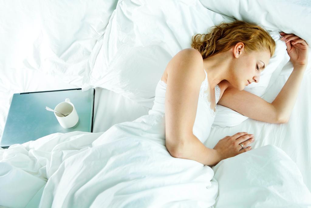 ¿Cuáles son los problemas al dormir de lado?
