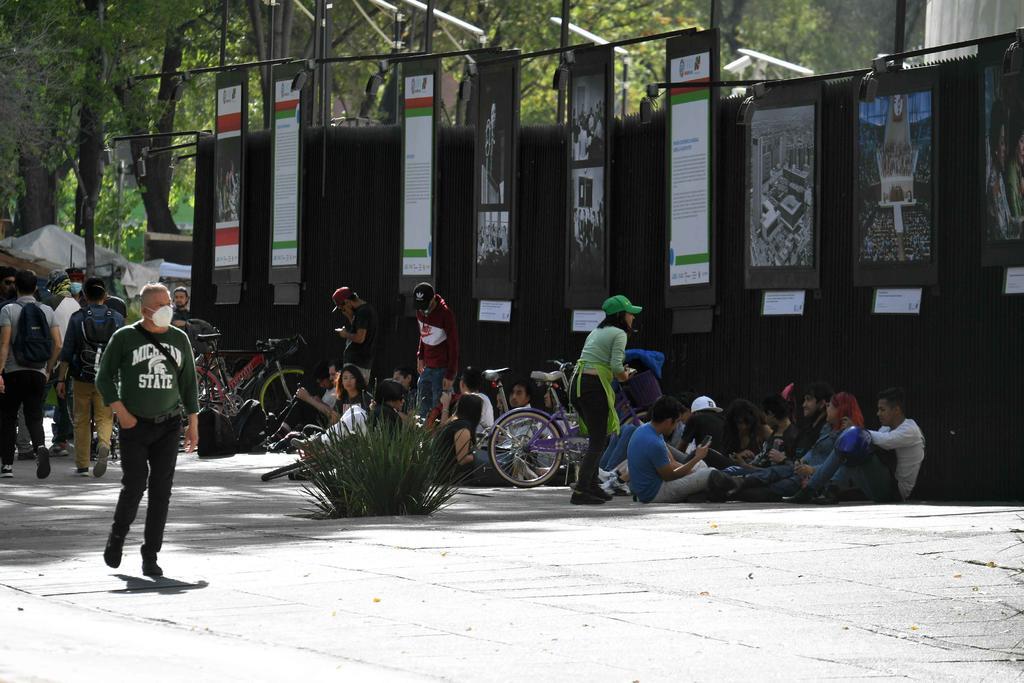 Demanda presidente del Senado retiro de manifestantes pro regulación de marihuana