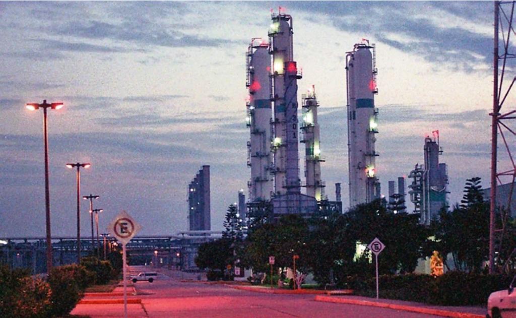 Sale de operación Complejo Petroquímico Morelos tras falla eléctrica
