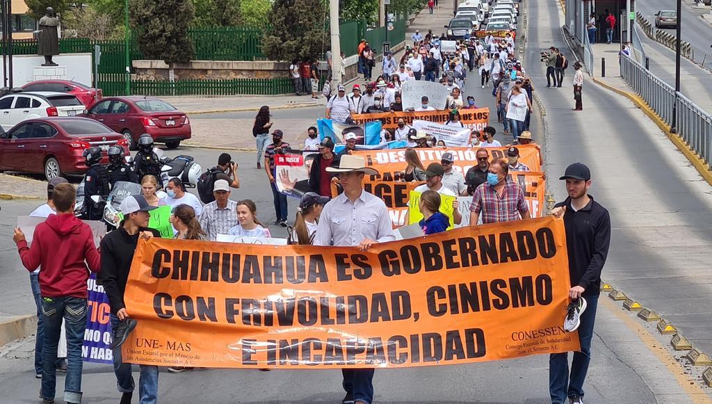 Se manifiesta familia LeBarón contra gobierno de Chihuahua