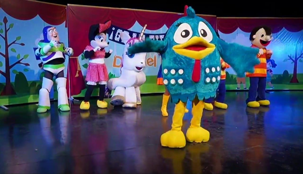 Festejaron a los niños con show de imitadores virtual