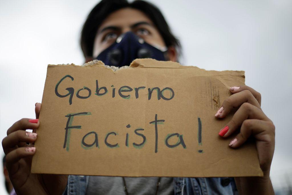 El Salvador, frente a crisis política