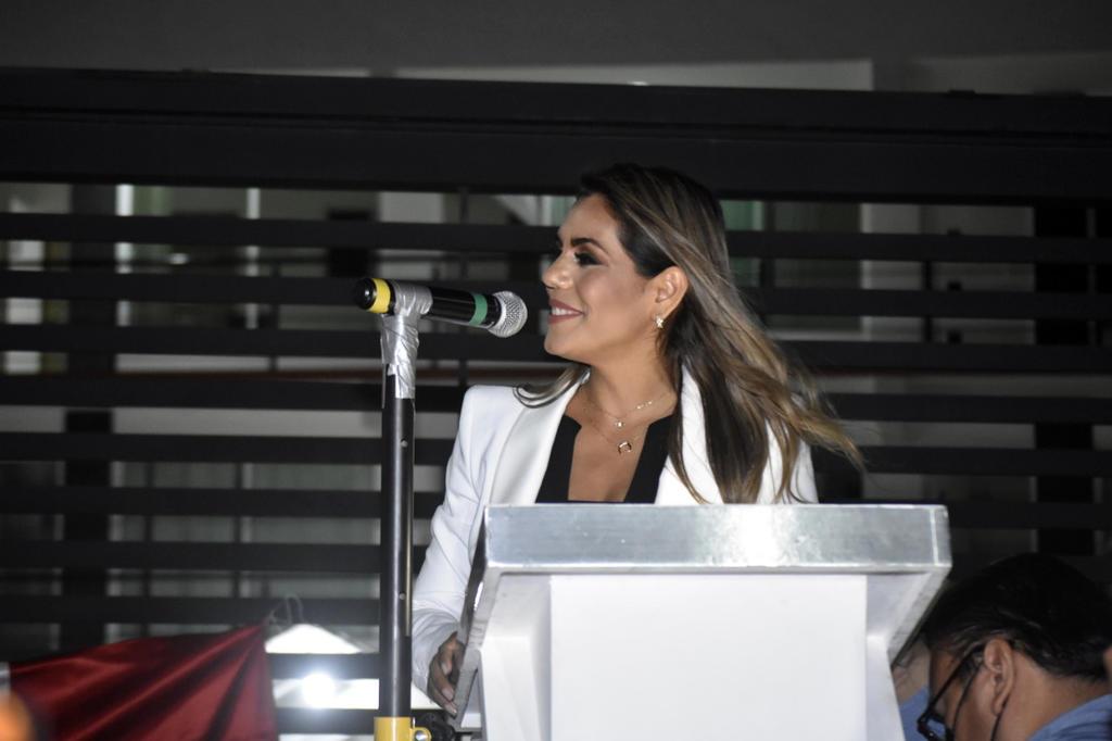 'Es el pueblo quien decide, no el INE', dice AMLO sobre Evelyn Salgado