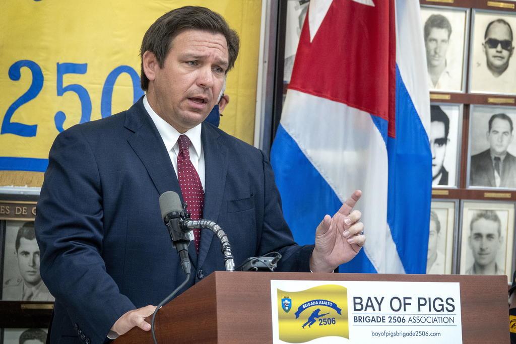 Gobernador de Florida elimina de un plumazo medidas locales contra COVID-19