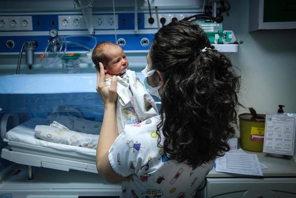 Bebés de madres con COIVD-19 nacen con bajo riesgo de infección