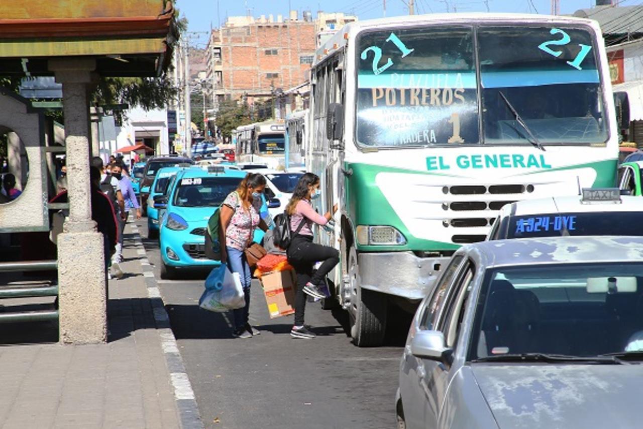 Afectados por la pandemia, tanto transportistas como la sociedad en general