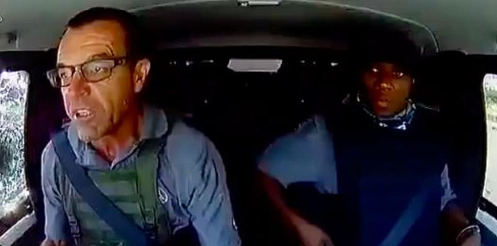 Conductor de vehículo blindado mantiene la calma mientras es baleado en intento de robo