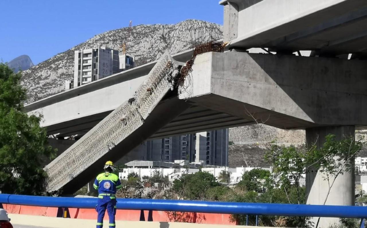 Colapsa viga de paso elevado en Nuevo León