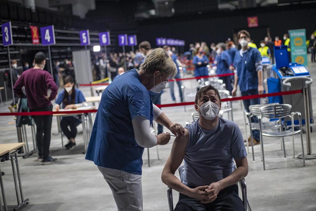 Fundadores de BioNTech prevén que pandemia dure hasta mediados de 2022