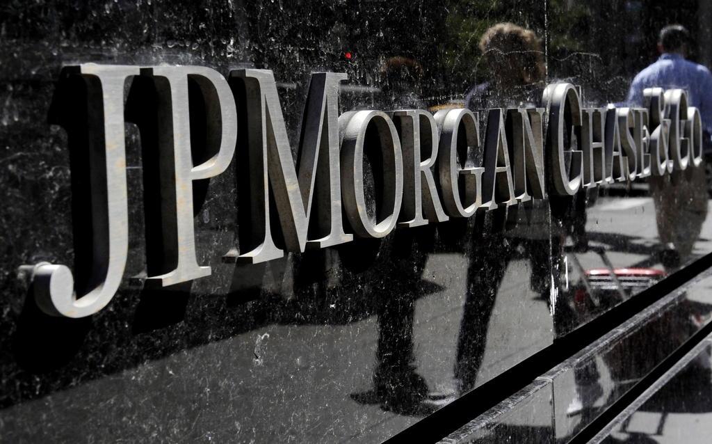 Grandes bancos de EUA quieren a empleados de vuelta en la oficina