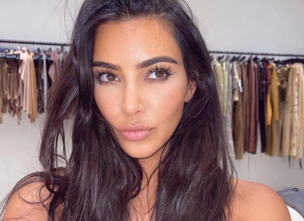 Kim Kardashian luce sus curvas con poca ropa para Instagram