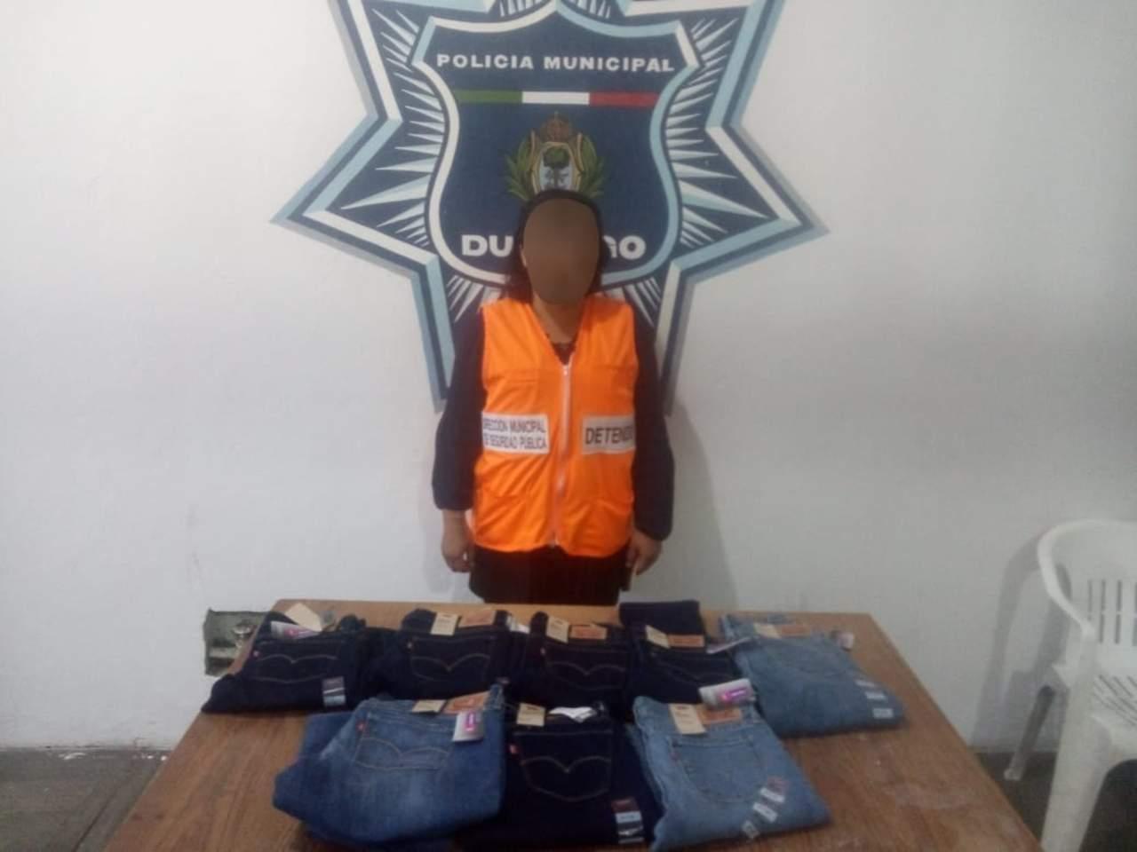 Jovencita es detenida tras robar en plaza comercial