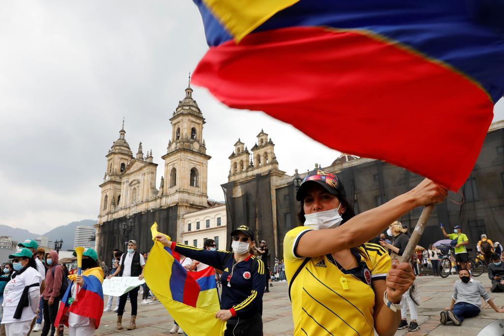 Colombia llama al diálogo político
