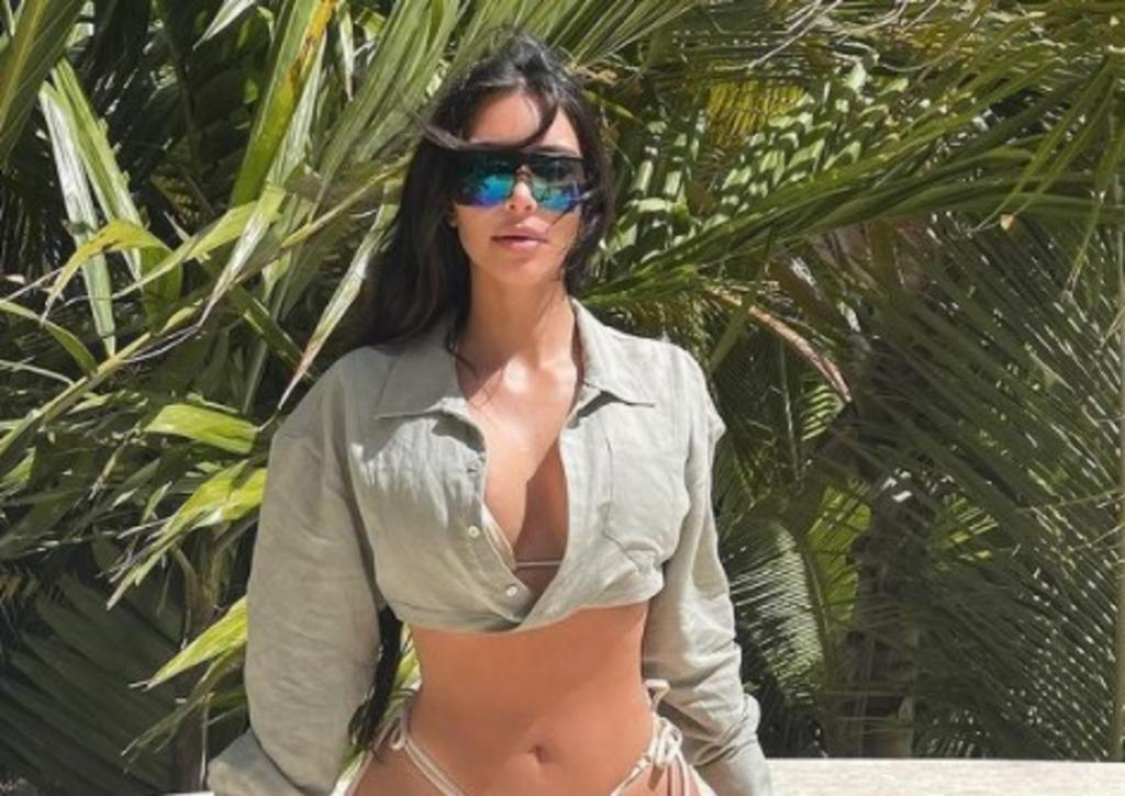 Kim Kardashian se ejercita en revelador leotardo y melena rubia