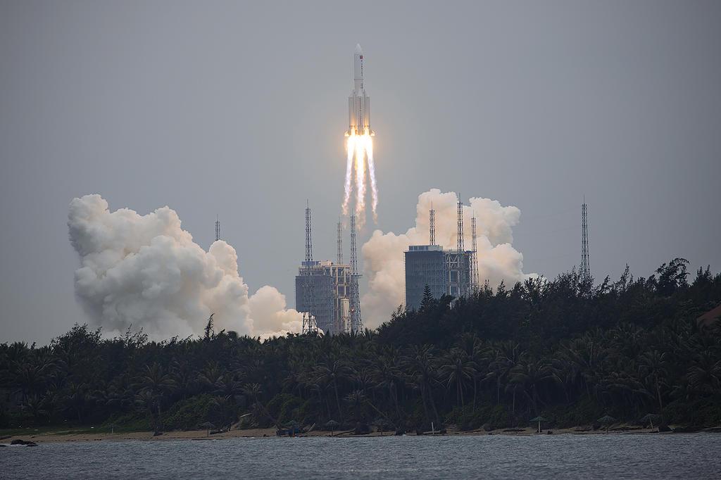 Restos de cohete chino caen en océano Índico sin causar daños