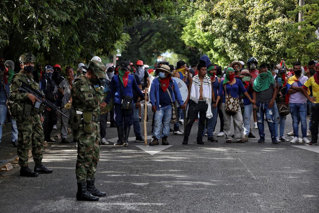 Dejen protestas, pide Duque a indígenas