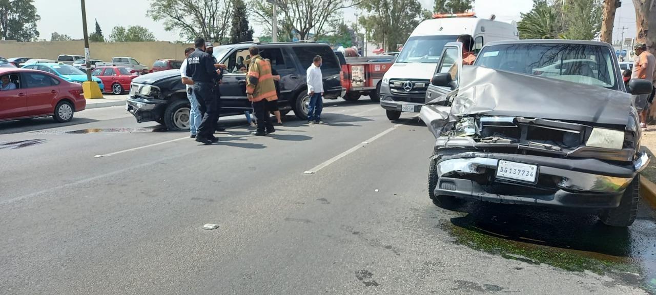 Dos lesionadas tras aparatoso choque en bulevar Domingo Arrieta