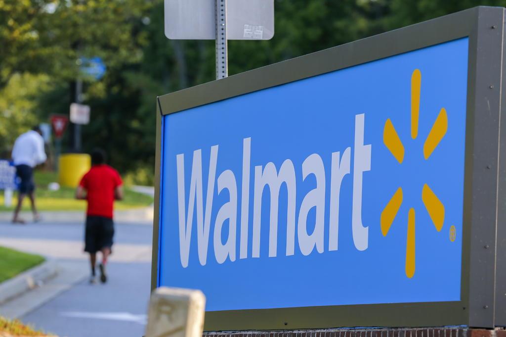 Aumentan ventas de Walmart por reapertura y estímulo en EUA