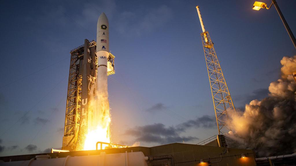 Lanzan desde EUA satélite que alerta sobre envío de misiles