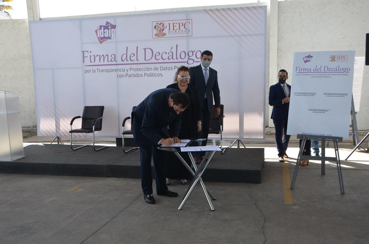 Organismos y partidos firman un Decálogo