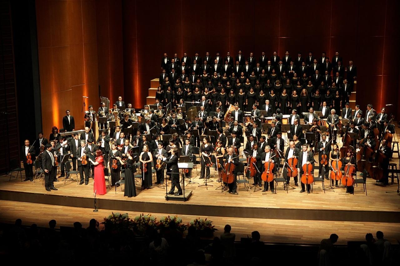 La Orquesta Sinfónica   interpreta a Chávez y Revueltes