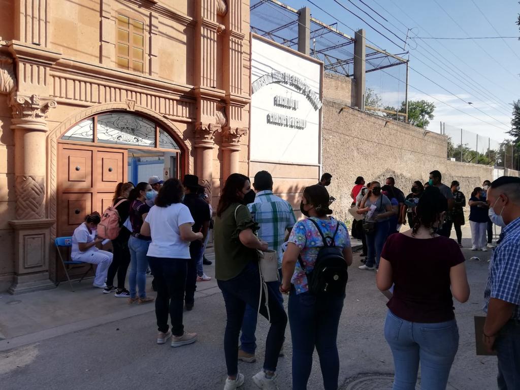 Inicia aplicación de segundas dosis antiCOVID para personal de salud en Gómez Palacio