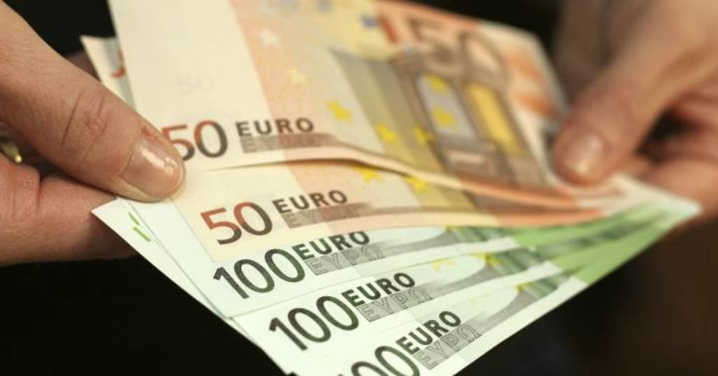Se deprecia el euro frente al dólar